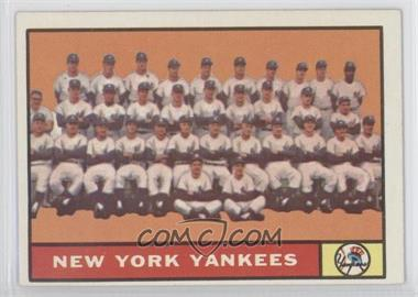 1961 Topps #228 - New York Yankees Team
