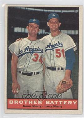 1961 Topps #521 - Norm Sherry, Larry Sherry