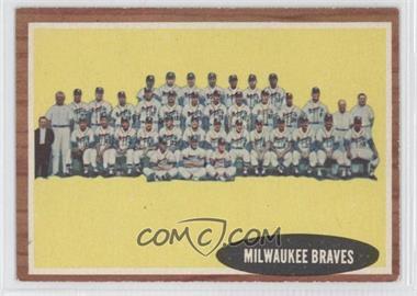 1962 Topps #158.1 - Milwaukee Braves Team