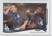 Hyun-jin Ryu With Teammates