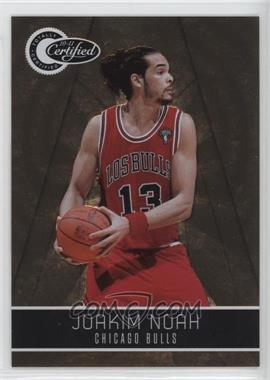 2010-11 Totally Certified Totally Gold #17 - Joakim Noah /25