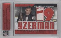 Steve Yzerman (Masterton Trophy) /10 [ENCASED]