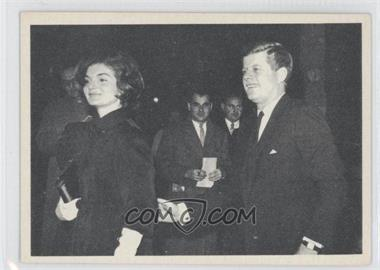 1964 Topps The Story of John F. Kennedy #43 - John F. Kennedy, Jackie Kennedy