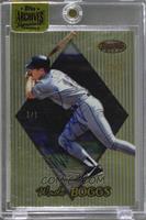 Wade Boggs (1999 Bowman's Best) /1 [ENCASED]