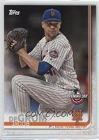 Base - Jacob deGrom (Pitching, Pinstriped Jersey)