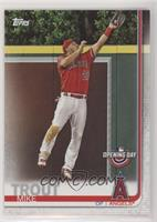 Base - Mike Trout (Leaping Catch) [EXtoNM]