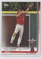 Base - Mike Trout (Leaping Catch)