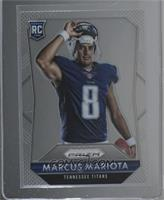 Rookies - Marcus Mariota (Posed, Removing Helmet) [Near Mint‑Mint+]