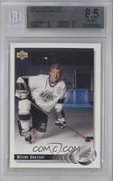 Wayne Gretzky (Posed with Daughter Paulina on Back) [BGS 8.5 NM‑…