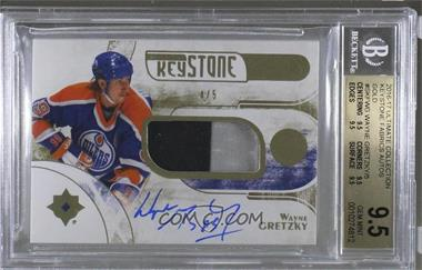 2016-17 Ultimate Collection - Keystone Fabrics Auto - Gold #SKF-WG - Wayne Gretzky /5 [BGS 9.5 GEM MINT]