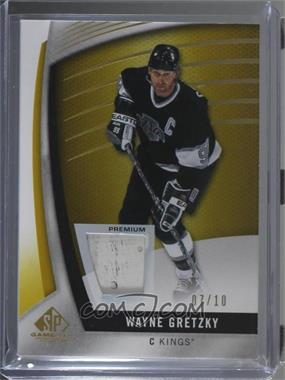 2017-18 Upper Deck SP Game Used - [Base] - Gold Spectrum Premium Materials [Memorabilia] #85 - Wayne Gretzky /10