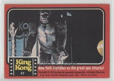 1976 Topps King Kong - [Base] #47 - New York trembles as the great ape attacks [Good to VG‑EX]