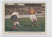 Voetbal-technek en tactiek door C. J. Groothoff. No. 14. [Good to VG&…