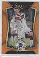 Mesut Ozil (Ball Back Photo Variation) /149